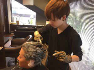 さらに綺麗な髪色を持続させるヘアケアカラー
